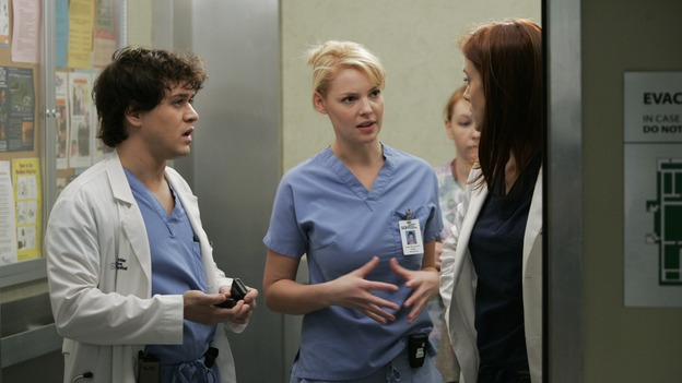 GREY'S ANATOMY - &quot;It's the End of the World (As We Know It)&quot; (ABC/PETER &quot;HOPPER&quot; STONE)T.R. KNIGHT, KATHERINE HEIGL, KATE WALSH