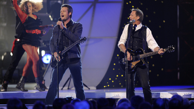 "THE 45th ANNUAL CMA AWARDS - THEATRE - ""The 45th Annual CMA Awards"" broadcast live on ABC from the Bridgestone Arena in Nashville on WEDNESDAY, NOVEMBER 9 (8:00-11:00 p.m., ET). (ABC/KATHERINE BOMBOY-THORNTON)BLAKE SHELTON, KENNY LOGGINS"