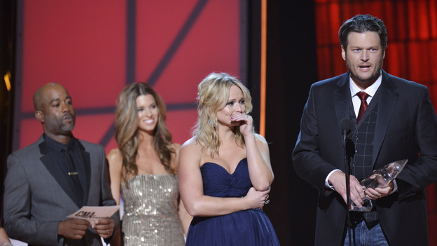 "THE 46TH ANNUAL CMA AWARDS - THEATRE - ""The 46th Annual CMA Awards"" airs live THURSDAY, NOVEMBER 1 (8:00-11:00 p.m., ET) on ABC live from the Bridgestone Arena in Nashville, Tennessee. (ABC/KATHERINE BOMBOY-THORNTON)DARIUS RUCKER, MIRANDA LAMBERT, BLAKE SHELTON"