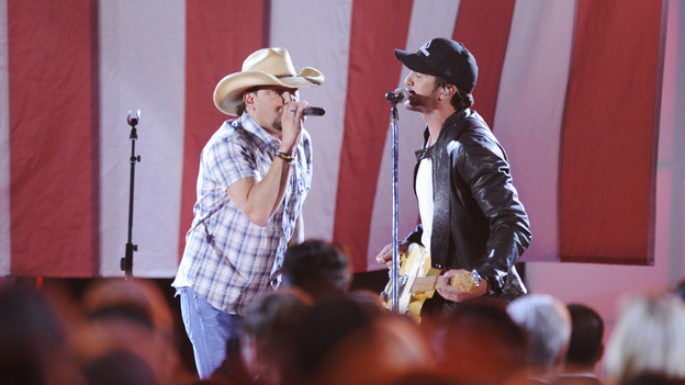 "THE 46TH ANNUAL CMA AWARDS - THEATRE - ""The 46th Annual CMA Awards"" airs live THURSDAY, NOVEMBER 1 (8:00-11:00 p.m., ET) on ABC live from the Bridgestone Arena in Nashville, Tennessee. (ABC/KATHERINE BOMBOY-THORNTON)JASON ALDEAN, LUKE BRYAN"