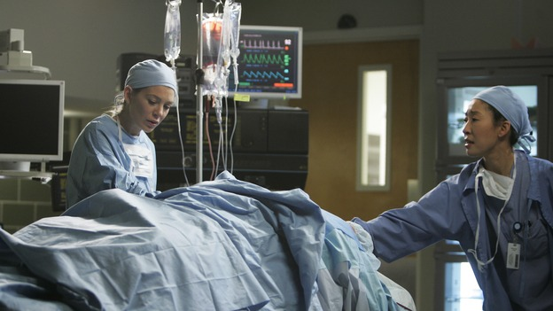 "GREY'S ANATOMY - ""It's the End of the World (As We Know It)"" (ABC/PETER ""HOPPER"" STONE)ELLEN POMPEO, SANDRA OH"