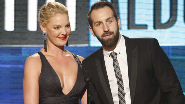 2011 AMERICAN MUSIC AWARDS® - THEATRE - The show broadcast live from the NOKIA Theatre L.A. LIVE on SUNDAY, NOV. 20 (8:00-11:00 p.m., ET/PT) on ABC. (ABC/TIM OGIER)KATHERINE HEIGL, JOSH KELLEY