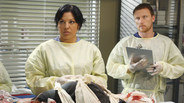 "GREY'S ANATOMY - ""These Ties That Bind"" - Callie and Owen get briefed on a new trauma patient, on ""Grey's Anatomy,"" THURSDAY, NOVEMBER 13 (9:00-10:01 p.m., ET) on the ABC Television Network. (ABC/CRAIG SJODIN) ED LAUTER, SARA RAMIREZ, KEVIN MCKIDD"