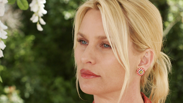 "102789_9082 -- DESPERATE HOUSEWIVES -""SUNDAY IN THE PARK WITH GEORGE"" - (ABC/RON TOM)NICOLLETTE SHERIDAN"
