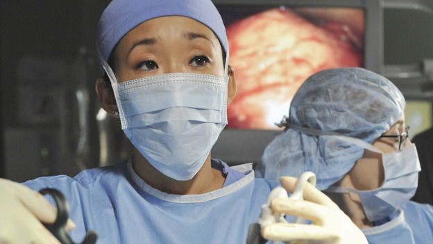 "GREY'S ANATOMY - ""There's No 'I' in Team"" - Cristina during surgery, on ""Grey's Anatomy,"" THURSDAY, OCTOBER 23 (9:00-10:01 p.m., ET) on the ABC Television Network. (ABC/ERIC MCCANDLESS) SANDRA OH"