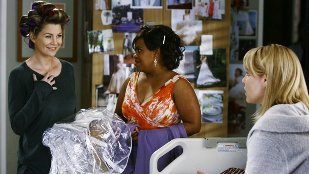"GREY'S ANATOMY - ""What a Difference a Day Makes"" - Meredith tells Izzie that she's giving her and Alex a wedding, on ""Grey's Anatomy,"" THURSDAY, MAY 7 (9:00-10:02 p.m., ET) on the ABC Television Network. ELLEN POMPEO, CHANDRA WILSON, KATHERINE HEIGL"
