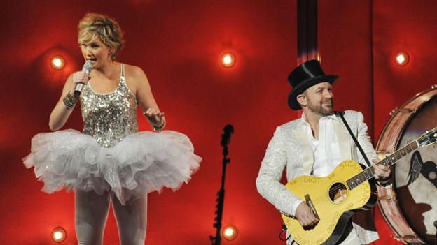 "THE 44TH ANNUAL CMA AWARDS - THEATRE - ""The 44th Annual CMA Awards"" were broadcast live from the Bridgestone Arena in Nashville, WEDNESDAY, NOVEMBER 10 (8:00-11:00 p.m., ET) on the ABC Television Network. (ABC/KATHERINE BOMBOY)SUGARLAND"