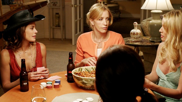 DESPERATE HOUSEWIVES - &quot;That's Good, That's Bad&quot; (ABC/RON TOM)TERI HATCHER, FELICITY HUFFMAN, NICOLLETTE SHERIDAN