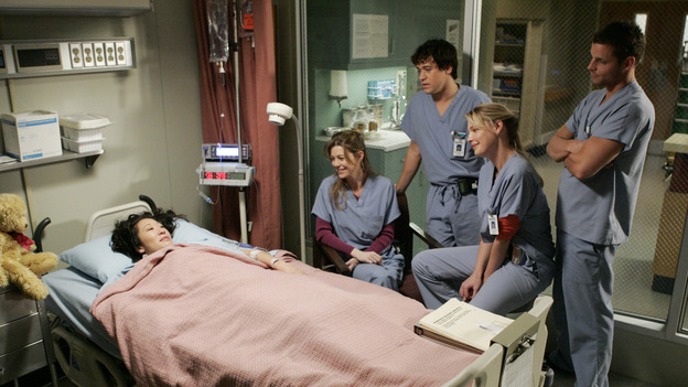 102541_5784 -- GREY'S ANATOMY - &quot;MAKE ME LOSE CONTROL&quot; (ABC/CRAIG SJODIN)SANDRA OH, ELLEN POMPEO, T.R. KNIGHT, KATHERINE HEIGL, JUSTIN CHAMBERS