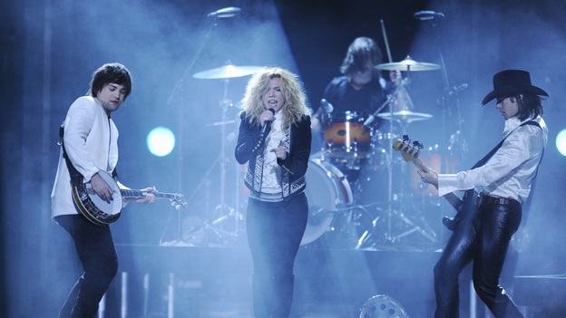 "THE 46TH ANNUAL CMA AWARDS - THEATRE - ""The 46th Annual CMA Awards"" airs live THURSDAY, NOVEMBER 1 (8:00-11:00 p.m., ET) on ABC live from the Bridgestone Arena in Nashville, Tennessee. (ABC/KATHERINE BOMBOY-THORNTON)THE BAND PERRY"