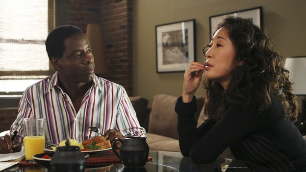 "GREY'S ANATOMY - ""Tell Me Sweet Little Lies"" (ABC/MICHAEL DESMOND)ISAIAH WASHINGTON, SANDRA OH"