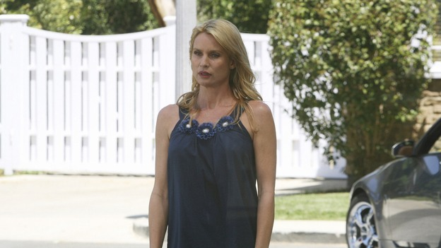 "DESPERATE HOUSEWIVES - ""Mother Said"" - Edie has no friends left on wisteria Lane, on Desperate Housewives,"" SUNDAY, MAY 11 (9:00-10:02 p.m., ET) on the ABC Television Network.  (ABC/DANNY FELD) NICOLLETTE SHERIDAN"