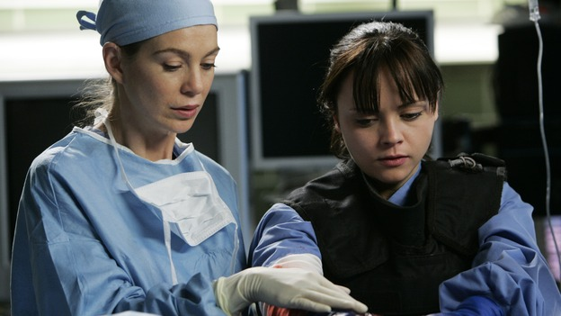 "GREY'S ANATOMY - ""It's the End of the World (As We Know It)"" (ABC/PETER ""HOPPER"" STONE)ELLEN POMPEO, CHRISTINA RICCI"