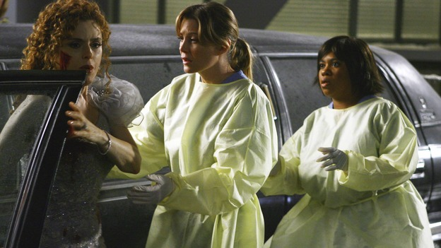 "GREY'S ANATOMY - ""Dream a Little Dream of Me"" - Meredith and Miranda help an injured woman out of her limousine, on ""Grey's Anatomy,"" THURSDAY, SEPTEMBER 25 (9:00-11:00 p.m., ET) on the ABC Television Network. (ABC/SCOTT GARFIELD) BERNADETTE PETERS, ELLEN POMPEO, CHANDRA WILSON"