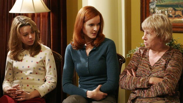 "DESPERATE HOUSEWIVES - ""The Sun Won't Set"" (ABC/RON TOM)JOY LAUREN, MARCIA CROSS, KATHRYN JOOSTEN"