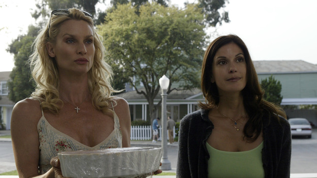 "DESPERATE HOUSEWIVES - ""PILOT"" (ABC/PETER ""HOPPER"" STONE) NICOLETTE SHERIDAN, TERI HATCHER"