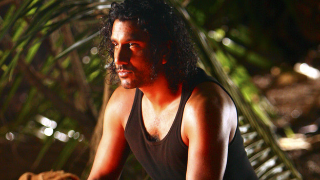 "LOST - ""The Package"" - Sun and Jin desperately continue their search for one another, and Locke confronts his enemy, on ""Lost,"" TUESDAY, MARCH 30 (9:00-10:02 p.m., ET) on the ABC Television Network. (ABC/MARIO PEREZ)NAVEEN ANDREWS"