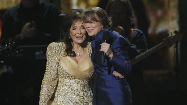 "THE 44TH ANNUAL CMA AWARDS - THEATRE - ""The 44th Annual CMA Awards"" were broadcast live from the Bridgestone Arena in Nashville, WEDNESDAY, NOVEMBER 10 (8:00-11:00 p.m., ET) on the ABC Television Network. (ABC/KATHERINE BOMBOY)LORETTA LYNN, SISSY SPACEK"