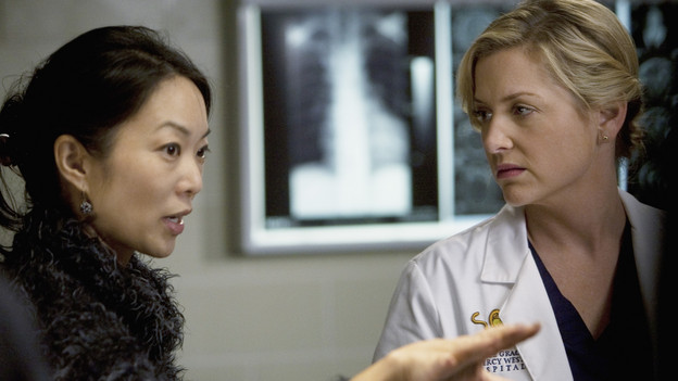 GREY'S ANATOMY - &quot;Invest in Love&quot; - A generous donation is offered to Seattle Grace by the parents of Arizona's 10-year-old patient. however, when his condition worsens, she finds herself in a conflict of interests. Meanwhile, Cristina tests her boundaries with Owen at the hospital, and adding insult to injury, Alex is left with all of Izzie's hospital bills to contend with, on &quot;Grey's Anatomy,&quot; THURSDAY, NOVEMBER 5 (9:00-10:01 p.m., ET) on the ABC Television Network. (ABC/RANDY HOLMES)CAROLINE CHOI, JESSICA CAPSHAW