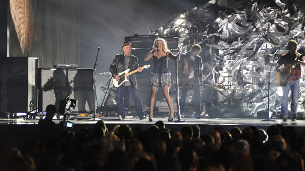 "THE 44TH ANNUAL CMA AWARDS - THEATRE - ""The 44th Annual CMA Awards"" were broadcast live from the Bridgestone Arena in Nashville, WEDNESDAY, NOVEMBER 10 (8:00-11:00 p.m., ET) on the ABC Television Network. (ABC/KATHERINE BOMBOY)MIRANDA LAMBERT"