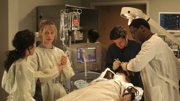 "102004_9695 -- COMPLICATIONS - ""WINNING A BATTLE, LOOSING A WAR"" (ABC/MICHAEL ANSELL)SANDRA OH, KATHERINE HEIGL, PATRICK DEMPSEY, ISAIAH WASHINGTON"