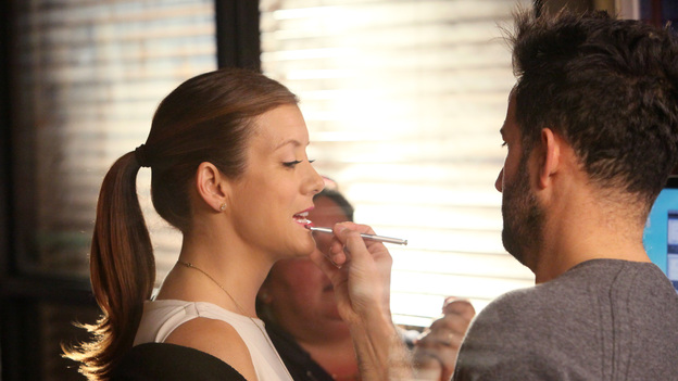 PRIVATE PRACTICE - &quot;True Colors&quot; - Addison, Pete and the team treat an illegal immigrant facing deportation who self-induces her pregnancy so that her child will be a U.S. citizen; Cooper and Violet work with a young girl who has gender identity disorder - and with her parents -- and Violet wants to continue therapy with Pete before they begin dating again, on Private Practice, TUESDAY, MAY 1 (10:01-11:00 p.m., ET) on the ABC Television Network. (ABC/DANNY FELD)KATE WALSH