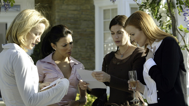 "DESPERATE HOUSEWIVES -  (ABC/PETER ""HOPPER"" STONE) FELICITY HUFFMAN, EVA LONGORIA, TERI HATCHER, MARCIA CROSS"