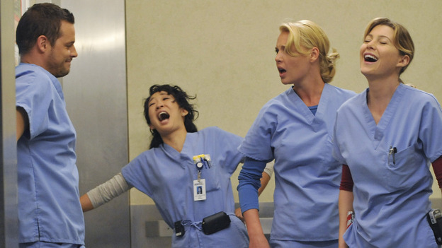 "GREY'S ANATOMY - ""Here Comes the Flood"" - The residents share a laugh in the elevator, on ""Grey's Anatomy,"" THURSDAY, OCTOBER 9 (9:00-10:01 p.m., ET) on the ABC Television Network. (ABC/ERIC McCANDLESS) JUSTIN CHAMBERS, SANDRA OH, KATHERINE HEIGL, ELLEN POMPEO"