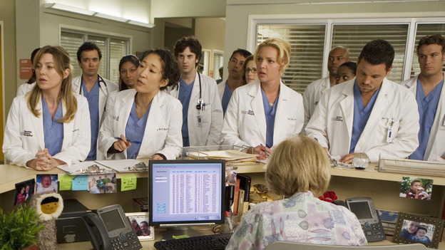 "GREY'S ANATOMY - ""Brave New World"" - Bailey tells the residents that they each need to give up an intern to Geroge since he passed his residency exam, on ""Grey's Anatomy,"" THURSDAY, OCTOBER 16 (9:00-10:01 p.m., ET) on the ABC Television Network. (ABC/RANDY HOLMES) ELLEN POMPEO, SANDRA OH, KATHERINE HEIGL, JUSTIN CHAMBERS"