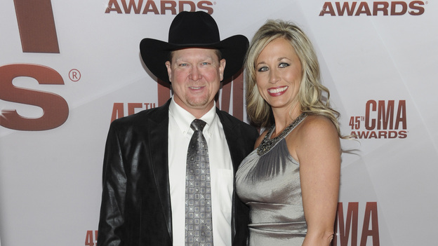 "THE 45th ANNUAL CMA AWARDS - RED CARPET ARRIVALS - ""The 45th Annual CMA Awards"" will broadcast live on ABC from the Bridgestone Arena in Nashville on WEDNESDAY, NOVEMBER 9 (8:00-11:00 p.m., ET). (ABC/JASON KEMPIN)TRACY LAWRENCE, BECCA LAWRENCE"