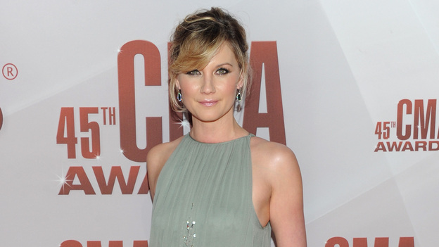 "THE 45th ANNUAL CMA AWARDS - RED CARPET ARRIVALS - ""The 45th Annual CMA Awards"" will broadcast live on ABC from the Bridgestone Arena in Nashville on WEDNESDAY, NOVEMBER 9 (8:00-11:00 p.m., ET). (ABC/JASON KEMPIN)JENNIFER NETTLES OF SUGARLAND"