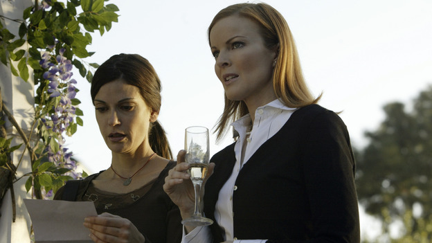 "DESPERATE HOUSEWIVES -  (ABC/PETER ""HOPPER"" STONE) TERI HATCHER, MARCIA CROSS"