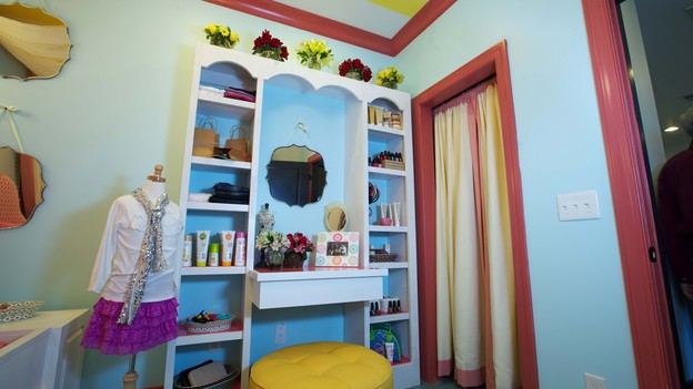 &nbsp;EXTREME MAKEOVER HOME EDITION - Girl's Bedroom Photo, &quot;Friday Family,&quot; on &quot;Extreme Makeover Home Edition,&quot; Monday, December 17th (8:00-10:00 p.m. ET/PT) on the ABC Television Network.