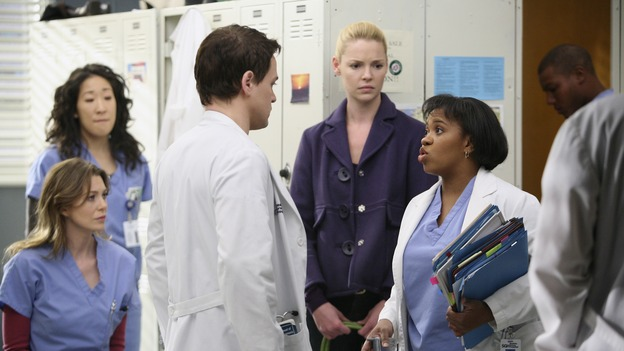 "GREY'S ANATOMY - ""Great Expectations"" - While rumors of the Chief's departure spread among the hospital staff, Bailey proposes the creation of a free clinic, and a Seattle Grace doctor receives a proposal of a different sort, on ""Grey's Anatomy,"" THURSDAY, JANUARY 25 (9:00-10:01 p.m., ET) on the ABC Television Network. (ABC/DANNY FELD)SANDRA OH, ELLEN POMPEO, T.R. KNIGHT, KATHERINE HEIGL, CHANDRA WILSON"