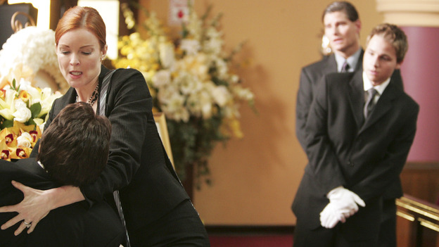 "DESPERATE HOUSEWIVES ""Next"" - Bree gives her dead husband a new tie, while her son watches in horror - (ABC/VIVIAN ZINK) MARCIA CROSS, SHAWN PYFROM"