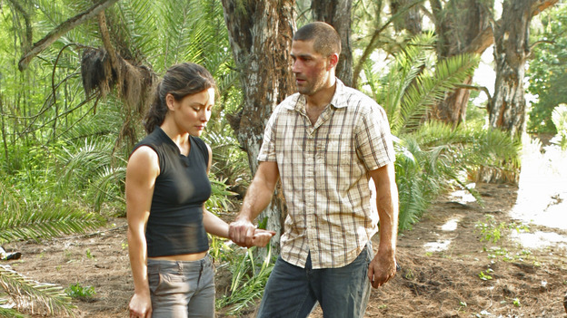 LOST - &quot;Whatever the Case May Be&quot; - Jack, Kate and Sawyer fight over possession of a newly discovered locked metal briefcase which might contain insights into Kate's mysterious past. Meanwhile, Sayid asks a reluctant Shannon to translate notes he took from the French woman, a rising tide threatens to engulf the fuselage and the entire beach encampment, and Rose and a grieving Charlie tentatively bond over Claire's baffling disappearance, on &quot;Lost,&quot; WEDNESDAY, JANUARY 5 (8:00-9:00 p.m., ET), on the ABC Television Network.  (ABC/MARIO PEREZ) EVANGELINE LILLY, MATTHEW FOX