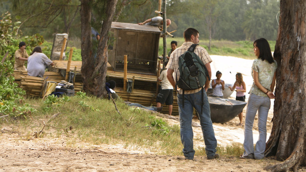 "LOST - ""Born to Run"" - Jack suspects foul play when Michael becomes violently ill while building the raft, on ""Lost,"" THURSDAY, MAY 11 on the ABC Television Network. (ABC/MARIO PEREZ) MATTHEW FOX, YUNJIN KIM"