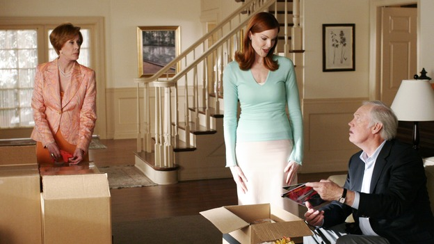 "DESPERATE HOUSEWIVES - ""Don't Look at Me"" - Carlos and Gaby get temporary custody of baby Lily, Bree's father and stepmother come to town to mediate between Andrew and her, and Susan suddenly finds Karl back in her life, on ""Desperate Housewives,"" SUNDAY, APRIL 16 (9:00-10:01 p.m., ET) on the ABC Television Network. (ABC/RON TOM)CAROL BURNETT, MARCIA CROSS, RONNY COX"