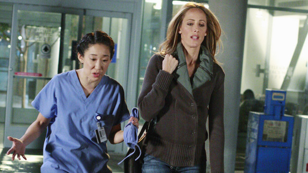 "GREY'S ANATOMY - ""Blink""- Mark flies Addison to Seattle to help with a difficult procedure on his pregnant daughter, Sloan, Owen questions Teddy's motives when she assigns Cristina the lead on a complicated surgery, and Derek's suspicions are raised when the Chief recruits Meredith to assist with a high profile operation on, ""Grey's Anatomy,"" THURSDAY, JANUARY 14 (9:00-10:01 p.m., ET) on the ABC Television Network. (ABC/RON TOM)SANDRA OH, KIM RAVER"