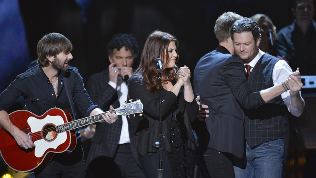 "THE 46TH ANNUAL CMA AWARDS - THEATRE - ""The 46th Annual CMA Awards"" airs live THURSDAY, NOVEMBER 1 (8:00-11:00 p.m., ET) on ABC live from the Bridgestone Arena in Nashville, Tennessee. (ABC/KATHERINE BOMBOY-THORNTON)LADY ANTEBELLUM, BLAKE SHELTON"