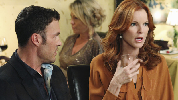"DESPERATE HOUSEWIVES - ""A Humiliating Business"" - Susan begrudgingly accepts Lynette's offer to be baby Paige's nanny; Bree is embarrassed to tell Keith that she's beginning to go through menopause; Renee makes a tempting job proposition to Lynette; Gabrielle fears that Bob is trying to seduce Carlos after the two strike up a friendship; and Beth begins to question Paul's motives on the lane, on ""Desperate Housewives,"" SUNDAY, NOVEMBER 7 (9:00-10:01 p.m., ET) on the ABC Television Network. (ABC/RON TOM)BRIAN AUSTIN GREEN, MARCIA CROSS"