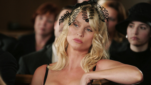 "DESPERATE HOUSEWIVES ""Next"" - Edie Britt at Rex Van de Kamp's funeral - (ABC/VIVIAN ZINK) NICOLLETTE SHERIDAN"