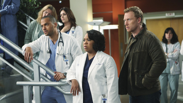 "GREY'S ANATOMY - ""Disarm"" - News of the incoming mass causalities after a gunman opens fire at a local college hits the staff hard when they must spring into action, even while their own wounds are still fresh; and Arizona does not receive a warm welcome home at the hospital, on ""Grey's Anatomy,"" THURSDAY, JANUARY 6 (9:00-10:01 p.m., ET) on the ABC Television Network. (ABC/ADAM LARKEY)JESSE WILLIAMS, CHANDRA WILSON, KEVIN MCKIDD"