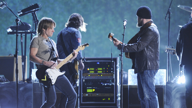 "THE 46TH ANNUAL CMA AWARDS - THEATRE - ""The 46th Annual CMA Awards"" airs live THURSDAY, NOVEMBER 1 (8:00-11:00 p.m., ET) on ABC live from the Bridgestone Arena in Nashville, Tennessee. (ABC/KATHERINE BOMBOY-THORNTON)KEITH URBAN, ZAC BROWN"