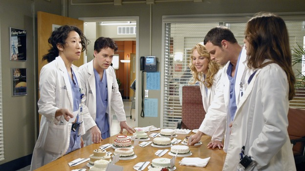 "GREY'S ANATOMY - ""Desire"" - As the interns of Seattle Grace cram for their upcoming exam, the attendings vie for the Chief's position by tending to the chairman of the hospital board after he's admitted as a patient. Meanwhile, Burke struggles to involve Cristina in the wedding planning, things heat up between Addison and Alex, and Derek questions his relationship with Meredith, on ""Grey's Anatomy,"" THURSDAY, APRIL 26 (9:00-10:01 p.m., ET) on the ABC Television Network. (ABC/GALE ADLER)SANDRA OH, T.R. KNIGHT, KATHERINE HEIGL, JUSTIN CHAMBERS, ELLEN POMPEO"
