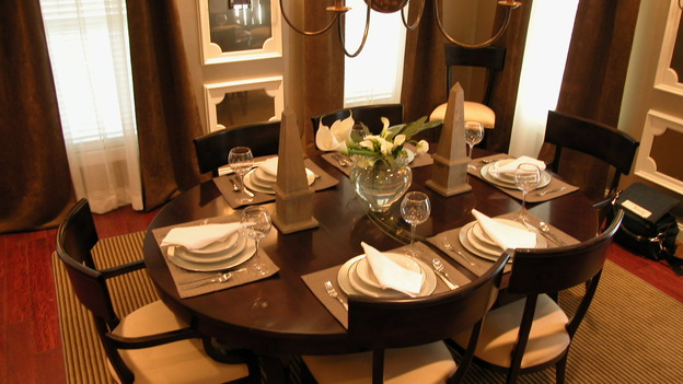 "EXTREME MAKEOVER HOME EDITION - ""Koepke Family,"" - Dining Room, on ""Extreme Makeover Home Edition,"" Sunday, November 19th on the ABC Television Network."