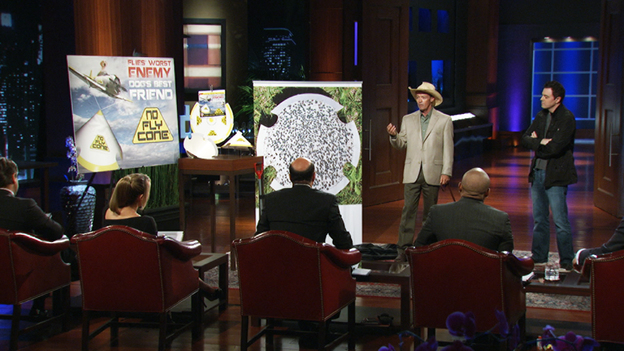 SHARK TANK 410A screen grab of Shark Tank ep 410 featuring guest Seth Macfarlane