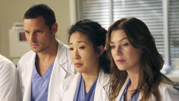 "GREY'S ANATOMY - ""Six Days"" - After a successful operation on his heart, George's father undergoes surgery for his cancer, Thatcher Grey visits Seattle Grace in order to see his new granddaughter, and Meredith discovers that Derek has trouble sleeping soundly, on ""Grey's Anatomy,"" THURSDAY, JANUARY 4 (9:00-10:01 p.m., ET) on the ABC Television Network. (ABC/MICHAEL DESMOND)JUSTIN CHAMBERS, SANDRA OH, ELLEN POMPEO"