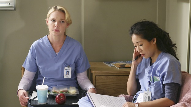 "GREY'S ANATOMY - ""Let the Angels Commit"" -- Cristina scrubs in on the rare 'humpty dumpty' procedure, much to the envy of her fellow doctors, Alex questions his future medical specialty, George and Addison work with a pregnant woman with an unusual dilemma, and Derek receives a surprise visit from his sister, on ""Grey's Anatomy,"" THURSDAY, OCTOBER 26 (9:00-10:01 p.m., ET) on the ABC Television Network. (ABC/RICHARD CARTWRIGHT)KATHERINE HEIGL, SANDRA OH"