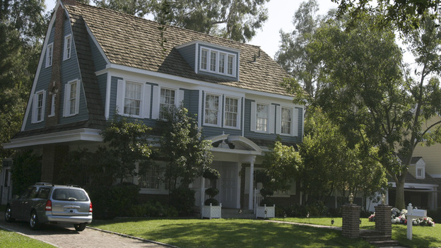 "DESPERATE HOUSEWIVES - ""Guilty"" -- In the aftermath of tragedy, the residents of Wisteria Lane take stock of their lives. Meanwhile, Susan grows suspicious of Mike Delfino's real reason for moving to the street, Lynette reaches the breaking point in her addiction to the twins' ADD medication, and the mysterious Mr. Shaw (guest star Richard Roundtree) gets down to business, on ""Desperate Housewives,"" SUNDAY, NOVEMBER 28 (9:00-10:01 p.m., ET) on the ABC Television Network.  (ABC/SCOTT GARFIELD)HOUSE"